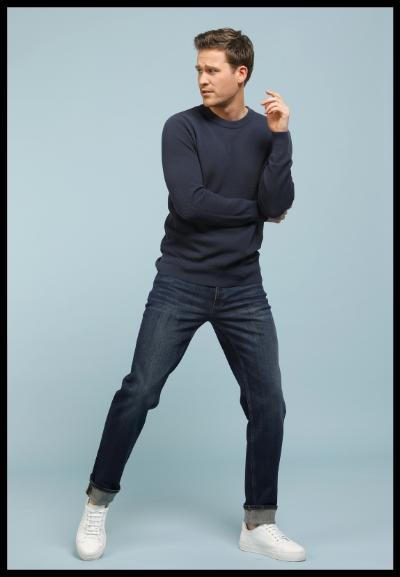 nieuwe outfit voor heren lentecollectie donkerblauw jeans