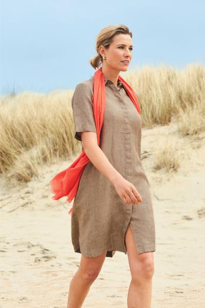 kleedje in linnen beige damesmode zomer collectie