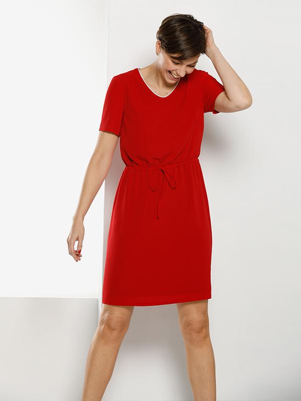 eenvoudig rood kleed