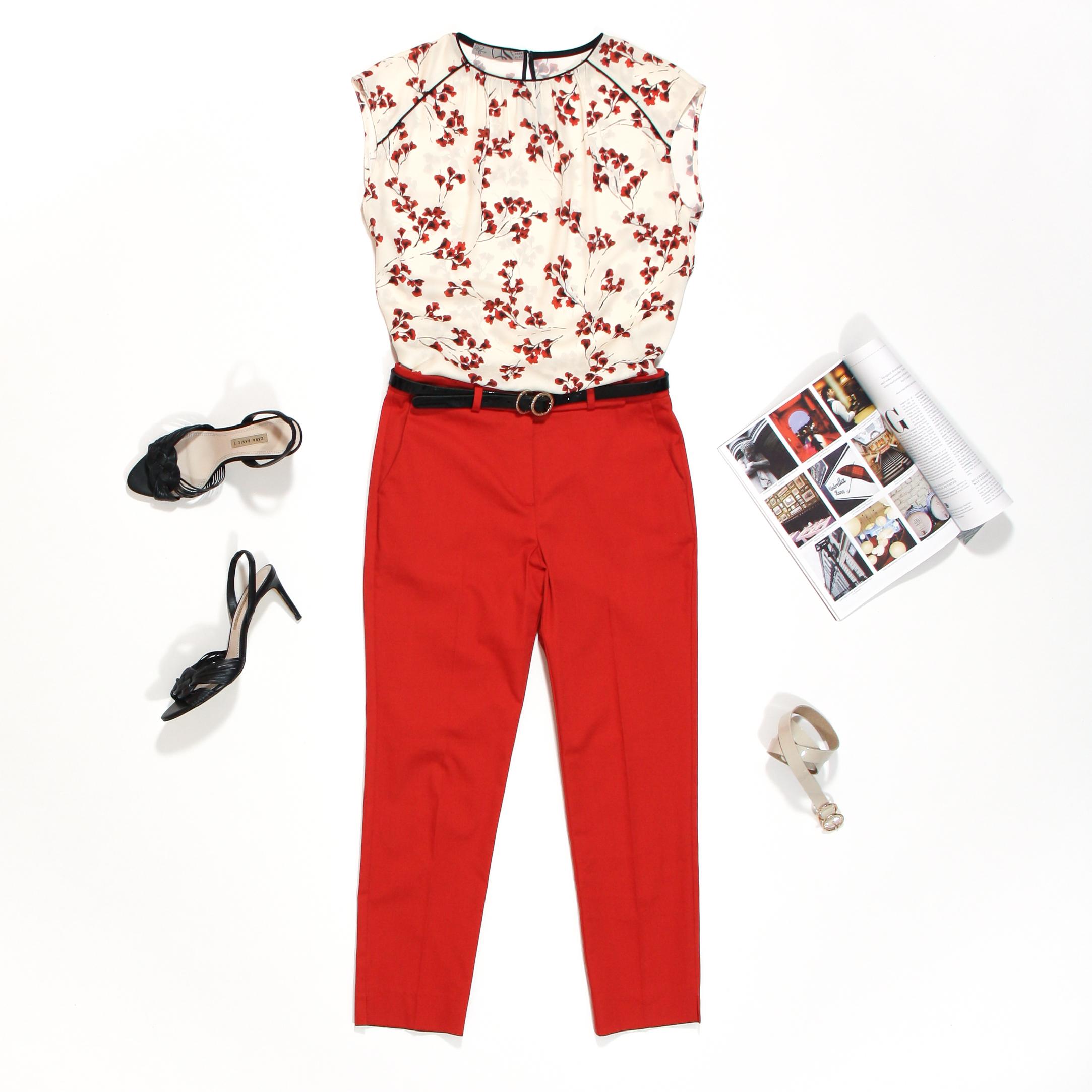 rode geklede broek en top met rode bloemetjes