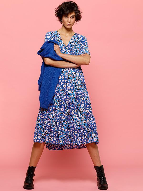 blue flowers kleedje met blauwe trui sweather of cardigan louise outfit